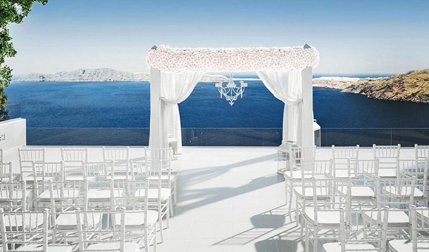 Символическая свадебная церемония на Le ciel в Греции на острове Санторини