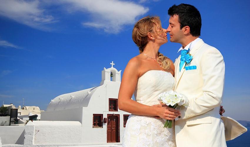 Венчание в церкви в Греции на острове Санторини