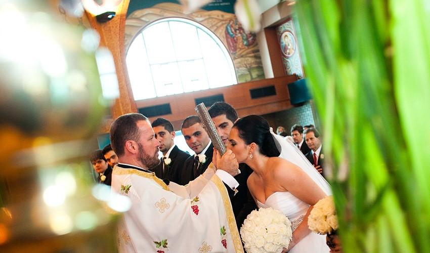 Венчание в церкви в Греции на острове Корфу