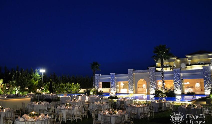 Символическая свадебная церемония на усадьбе в Греции в городе Афины