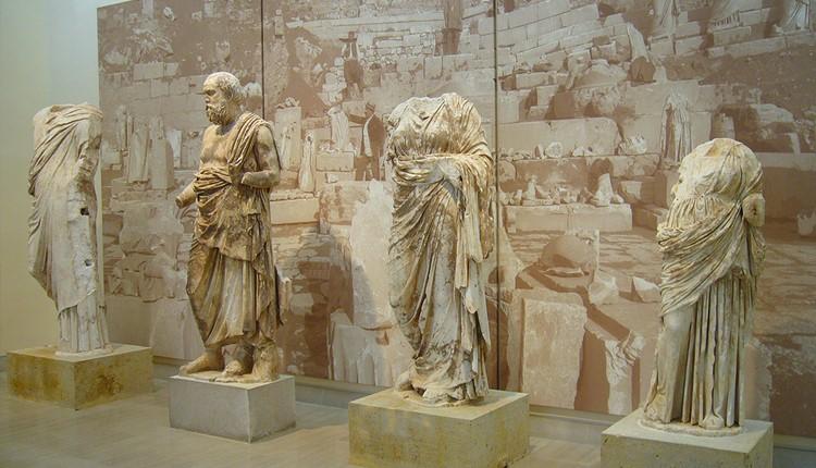 Дельфы и святой оракул, Афины