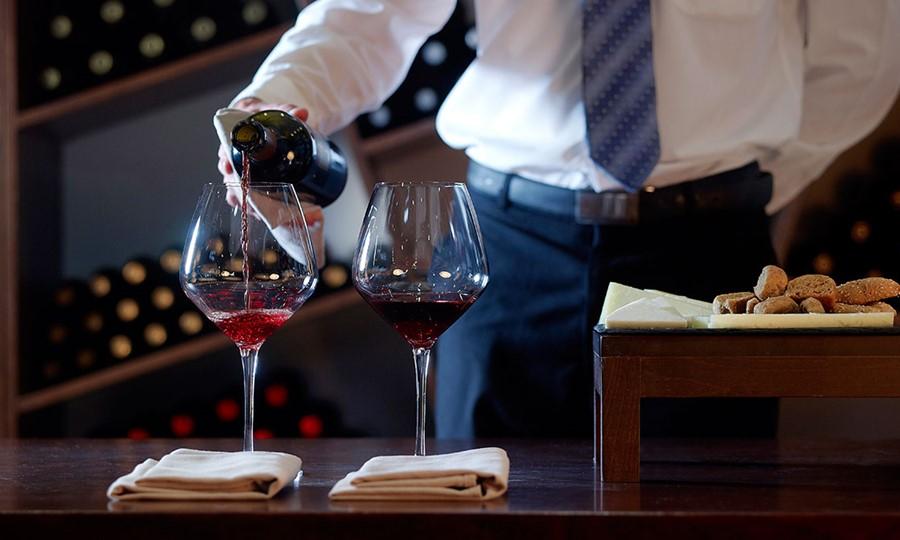 Bar in Sensimar Royal Blue Resort & Spa