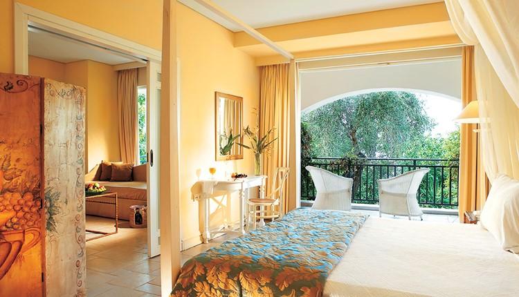 Famous Class - Deluxe Bungalow Suite Side Sea View