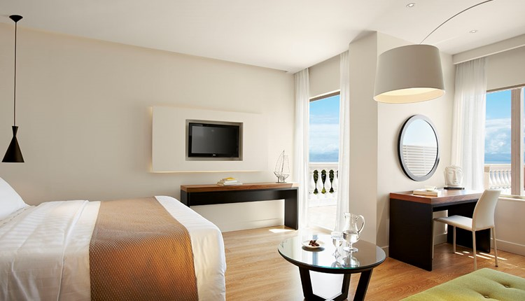 Junior Suite Panorama with Whirlpool Sea View