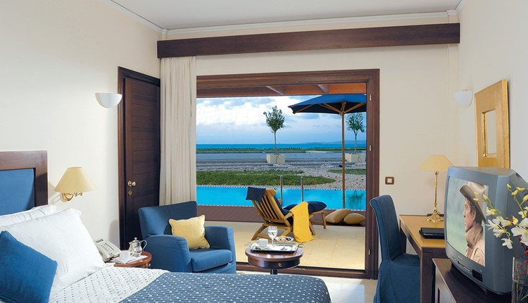 Sunset Superior Room Sharing Pool for Single Use