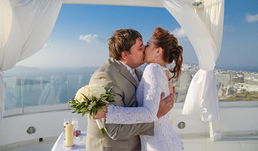 Символическая свадебная церемония на SantoWines в Греции на острове Санторини