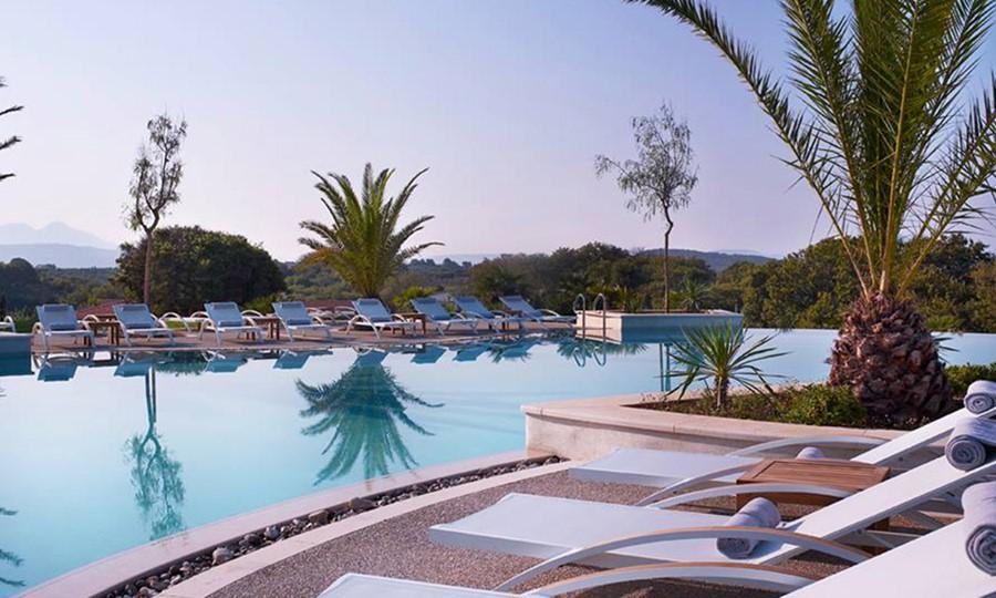 Бассейн в The Westin Costa Navarino Hotel