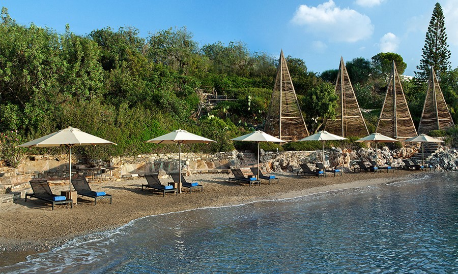 Minos Beach art hotel. Пляж отеля