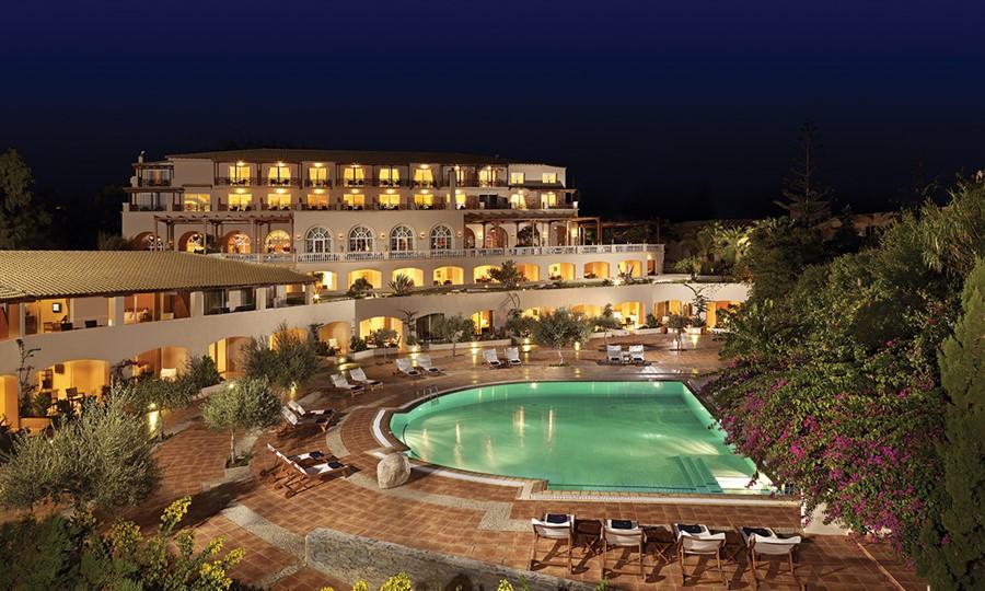 Панорамный вид отеля. Коллекция классических номеров