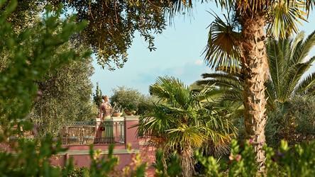 2782_07-Stunning-terraces-amongst-mature-gardens.jpg