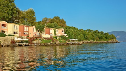 2782_11-Corfu-Villas-and-Palazzos-offer-the-utmost-in-luxury-living-on-the-waterfront.jpg