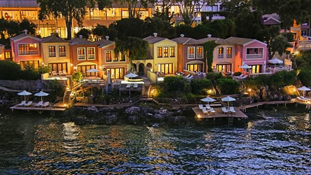 2782_19-Aristocratic-palazzos-and-villas-on-the-waterfront_72dpi.jpg