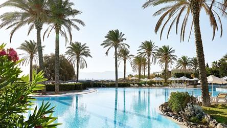 2787_03-Exotic-pool-on-the-beachfront_72dpi.jpg