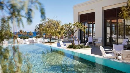 2787_19-Colonial-lounge-bar,-Sweeping-sea-views-to-the-Aegean_72dpi.jpg