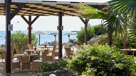 2787_33-Corals-restaurant,-a-Greek-taverna_72dpi.jpg