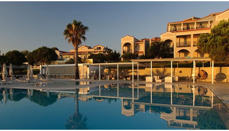 The Bay Hotel & Suites, Закинф