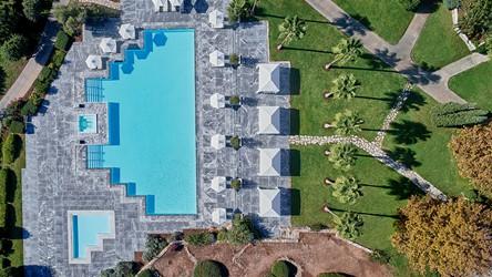 3786_12-Seawater-pool-amidst-glorious-gardens.jpg