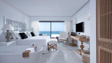 6078_deep_blu_deluxe_sea_view_guestroom_01.jpg