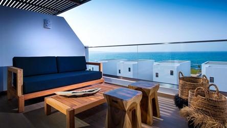 6078_deep_blu_deluxe_sea_view_guestroom_02.jpg