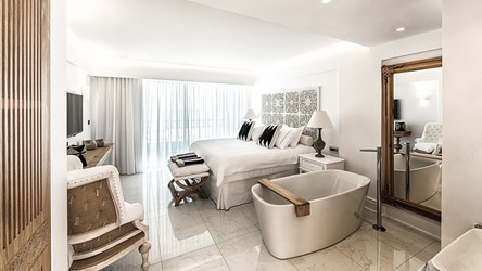 6078_deep_blu_deluxe_sea_view_guestroom_03.jpg