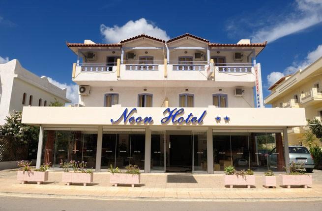 Neon Hotel, Крит