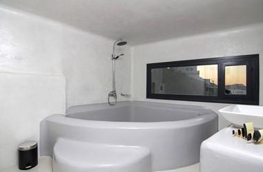 Santorini-Beleon-Tours-Ambassador-Aegean-Luxury-Hotel-and-Suites-(24)_3384_Gallery.jpg