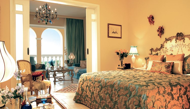 Famous - Deluxe Suite Frontal Sea View