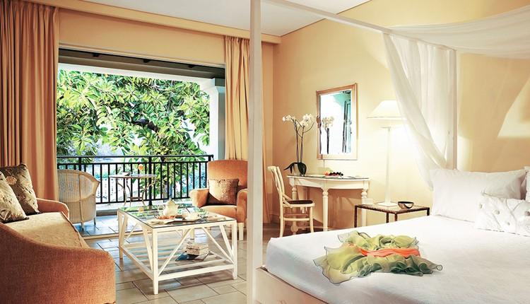 Famous - Junior Bungalow Suite Sea View
