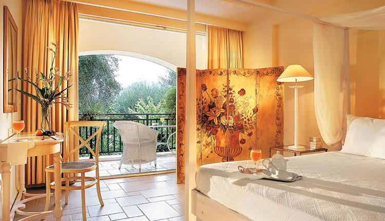 Famous - Deluxe Bungalow Suite Side Sea View