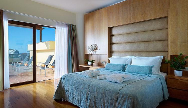 Executive Suite Pool / Sea View