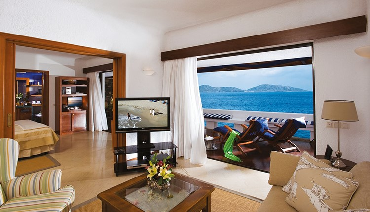 Ambassador Bungalow Suite Water Edge (One Bedroom)
