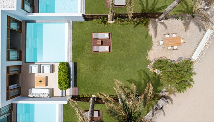 Junior Presidential Villa Sea Front with Priv. Heat. Pool and Garden