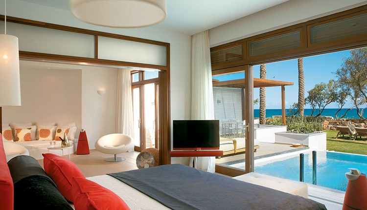 Presidential Villa Sea Front with Priv. Heat. Pool and Garden