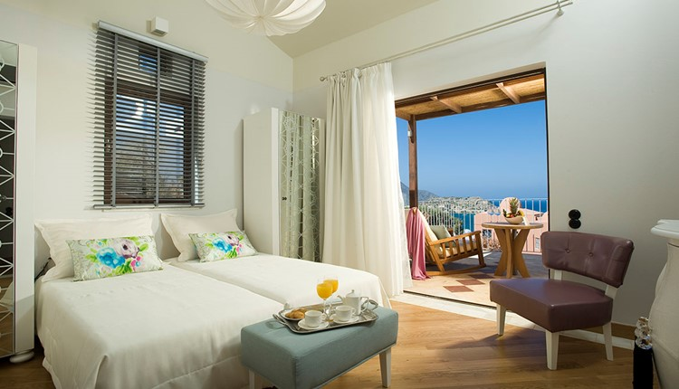 Family Suite Sea View with Outdoor Jacuzzi