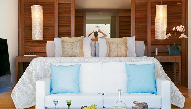 Luxury Junior Suite, Private Heated Pool & Gym with Sea View