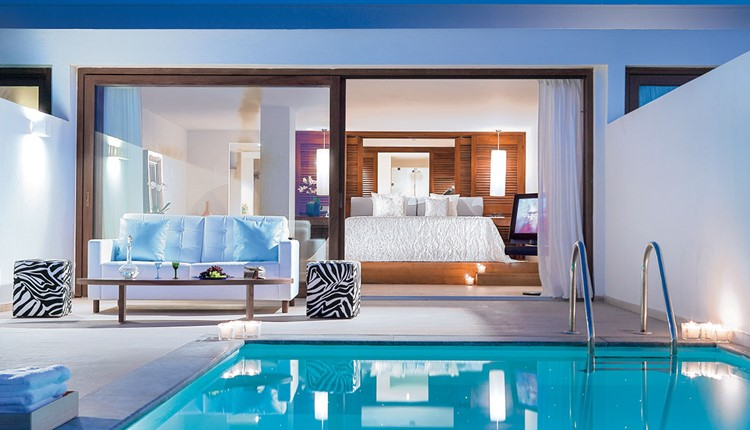 Amirandes VIP two-bedroom Suite, Gym & Private Heated Pool with Sea View