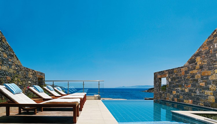Peninsula Diamond Residence - 4Double and 1Single Bedroom with private pool (217 m2)