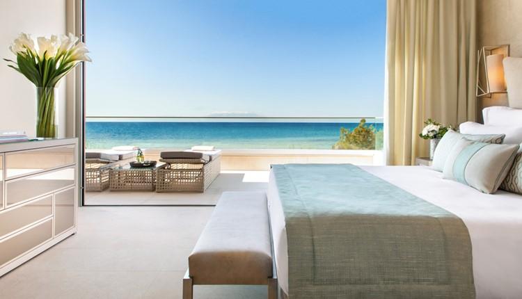 Deluxe One Bedroom Suite Grand Balcony Beach Front