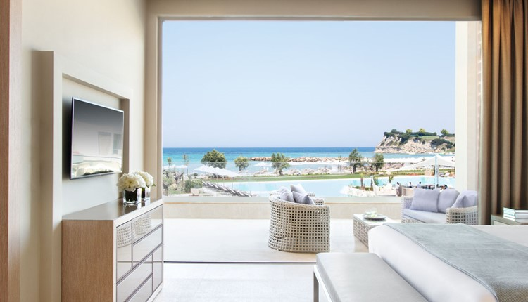 Deluxe One Bedroom Suite Grand Balcony Beach Front