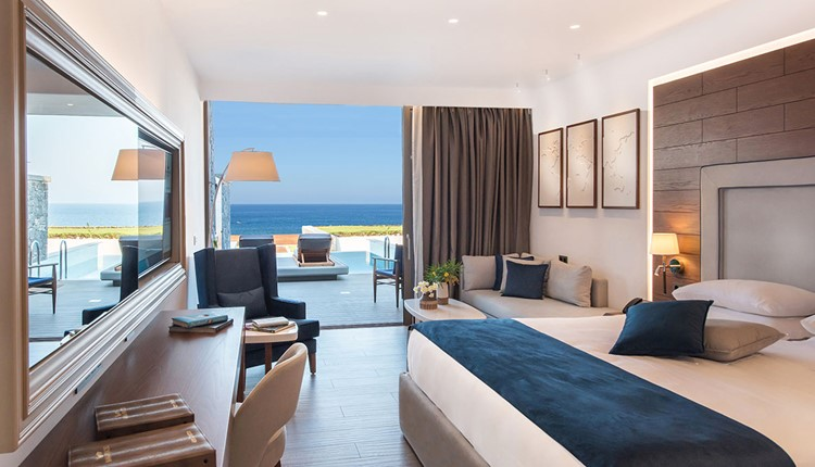 Deluxe Junior Suite Sea View with private heated pool