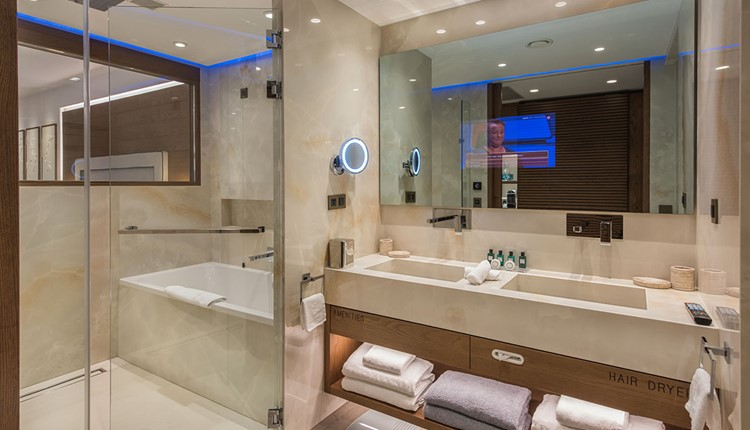 Deluxe Junior Suite Sea View with private heated pool for single use