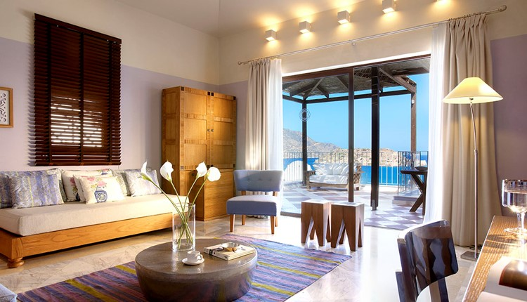 Family Suite Sea View with private pool Guarantee
