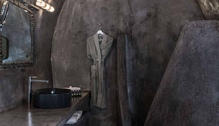 Cave pool suite