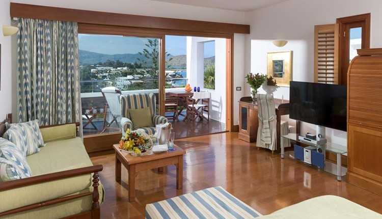 Deluxe Hotel & Bungalow Suite Sea View (One Bedroom & Sitting Room Open Plan