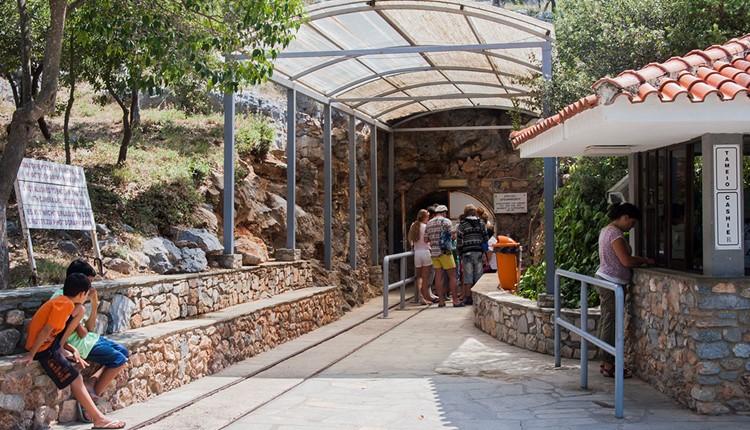 Пещера Петралона и город Неа-Муданья, Халкидики