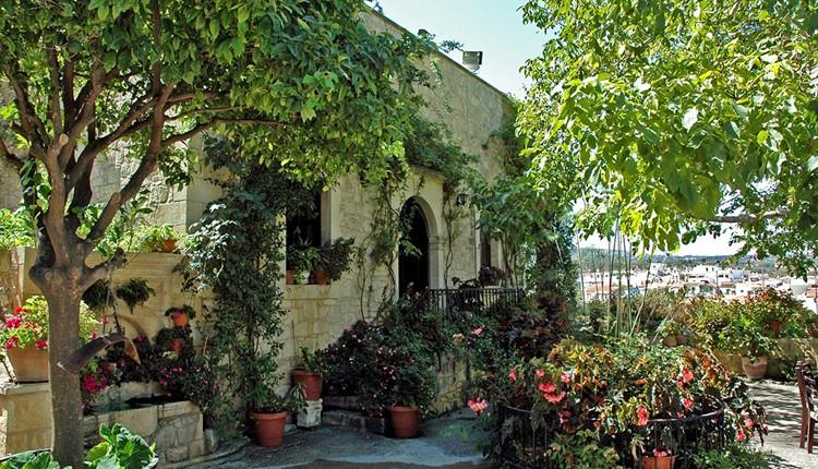 Путями православия, Крит